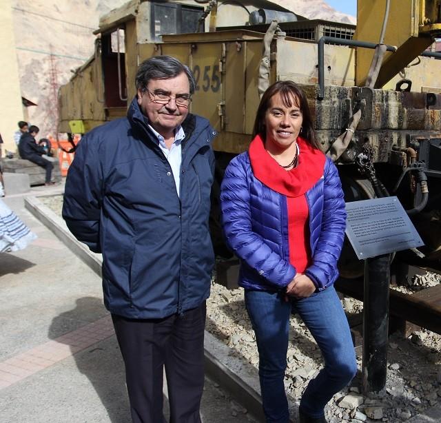 Felipe Ravinet, director de Fundación Sewell, junto a Valentina Santelices, gerente de sustentabilidad de división El Teniente.